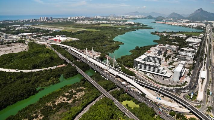 Vista aérea da Ponte Estaiada da Barra da Tijuc a - RJ - Foto Site Mobolize.org.br