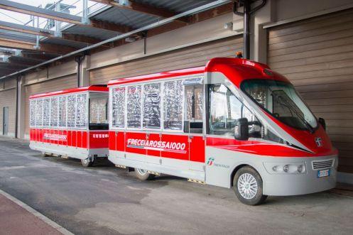 Trenzinho Freccia Rossa 1000. Ele conduz visitantes nas áreas abertas da FICO- FICO_preview.jpeg.jpg