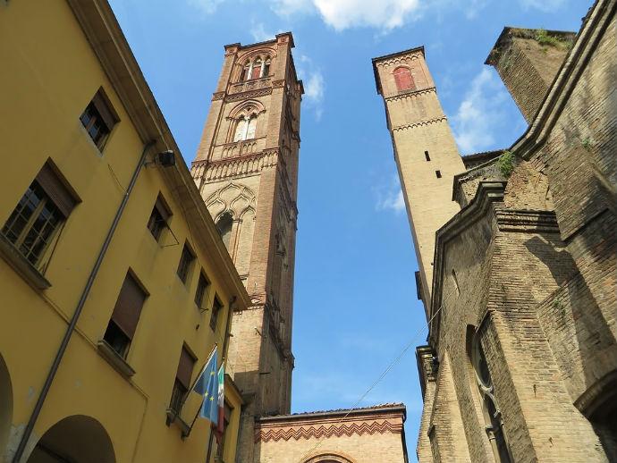 torre-de-asinelli-e-torre-garisenda