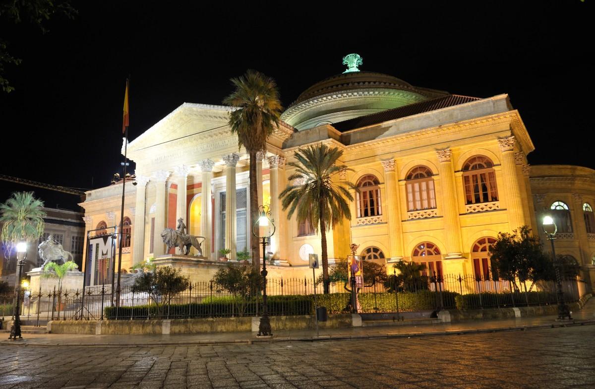 Teatro Massimo - Palermo - Itália - Foto Commons Wikimedia.jpg