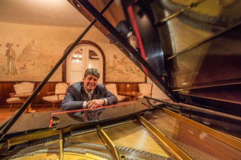 Antonio Luiz Barker - Pianista e diretor do concerto