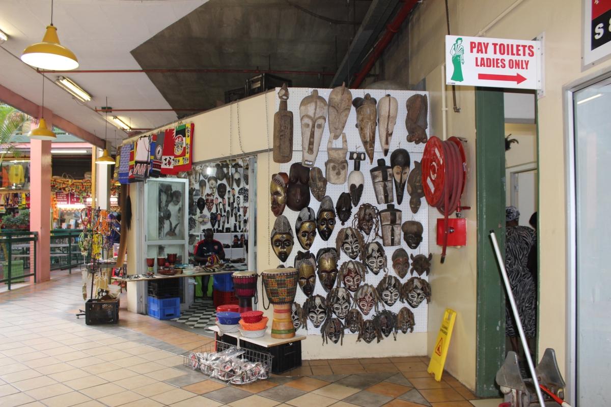 Victoria Street Market - Interior - Máscaras 1.JPG