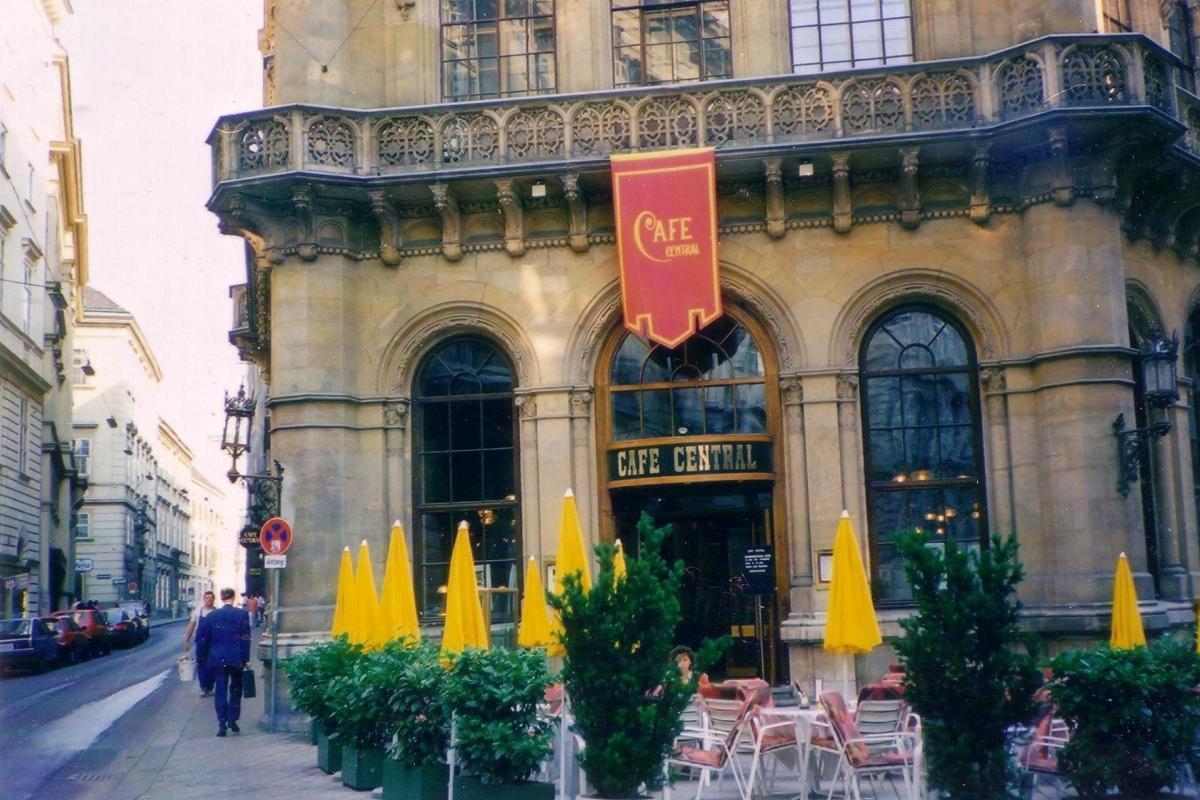 Café Central - (Viena).JPG