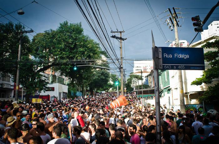 Carnaval de rua em São Paulo - Bloco na Vila Madalena - Foto Overmundo.jpg