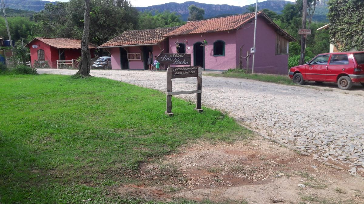 Fachada do Ateliêr de Luiz Rocha em Bichinho.jpg
