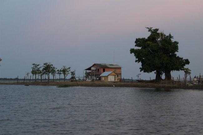 Famílias vivem às margens do Rio Tapajós - Web