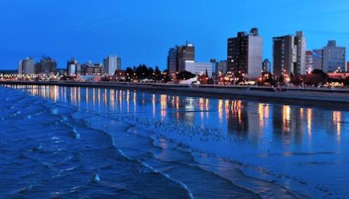 Puerto Madryn está situada no nordeste da província de Chubut na Argentina .