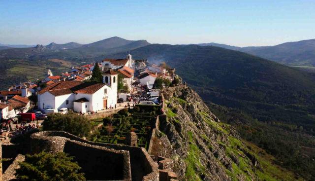Vila amuralhada alentejana Marvão fica no topo da Serra do Sapoio a poucos quilomêtros da fronteira espanhola