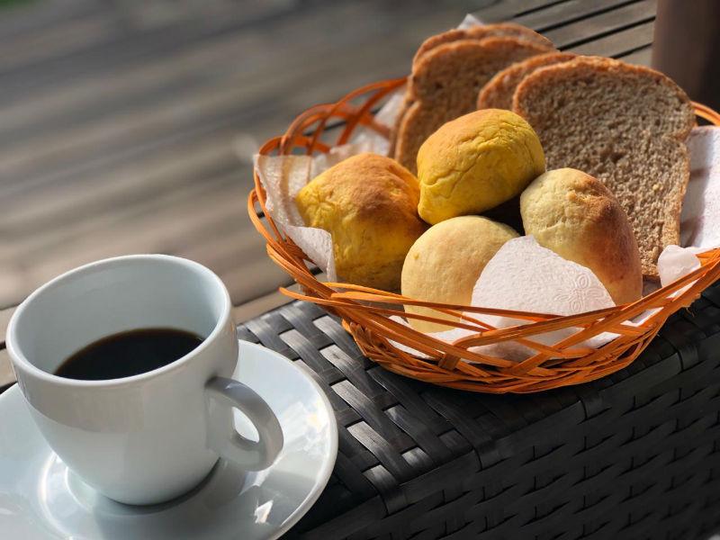 Cafézinho e o tradicional pão de queijo mineiro - Divulgação.jpg
