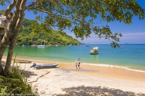 Com seus 70 quilômetros de extensão a cidade oferece incontáveis opções de praia e de ilhas Folha Vitória.jpg