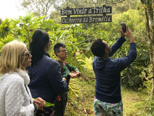 Trilha à Cachoeira das Bromélias